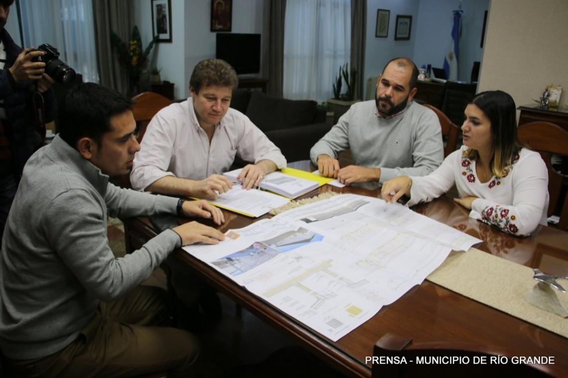 El intendente Melella firmó el llamado a licitación para la cla construcción del Centro de Transferencia de la ciudad