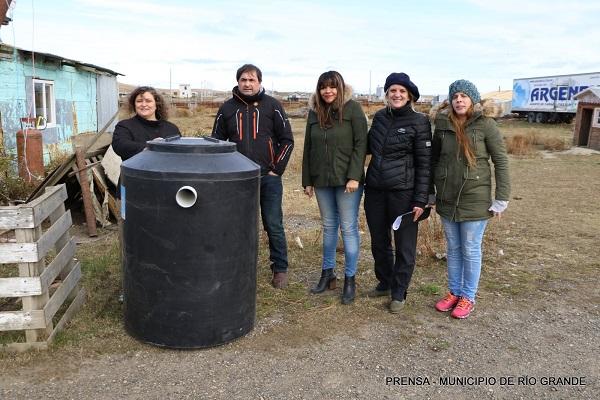Programa Huertas Urbanas: El municipio entregó un biodigestor a una chacra