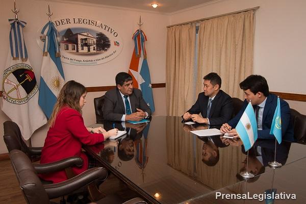 El vicegobernador Juan Carlos Arcando se reunió con autoridades de Kazajstán