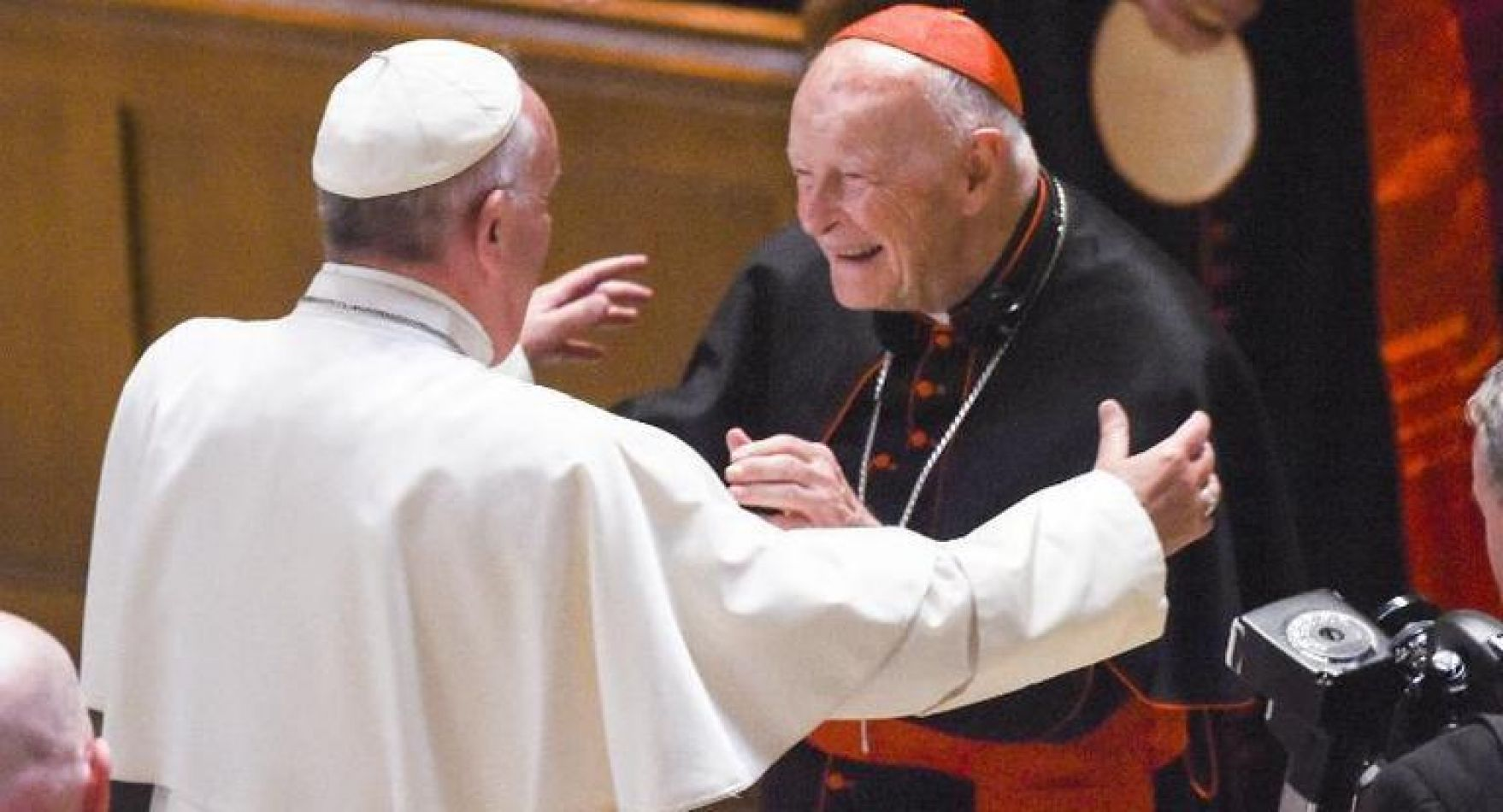 Un arzobispo acusó a Francisco de encubrir abusos y pidió su renuncia