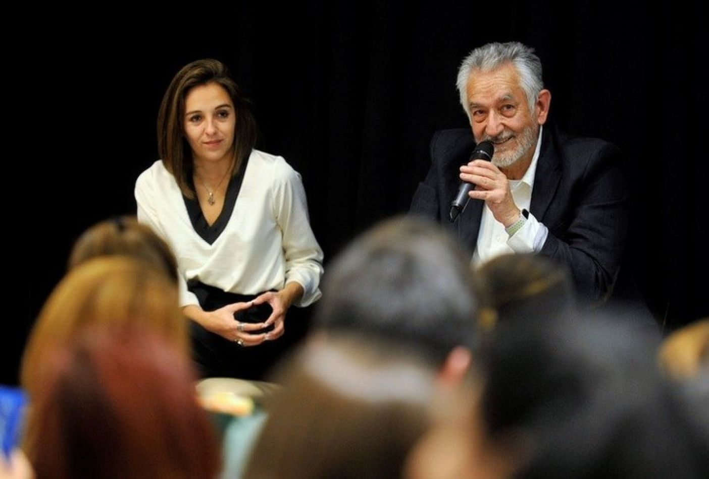 El gobernador de San Luis, Alberto Rodríguez Saá, junto a su ministra de Educación, Natalia Spinuzza, en un acto oficial.