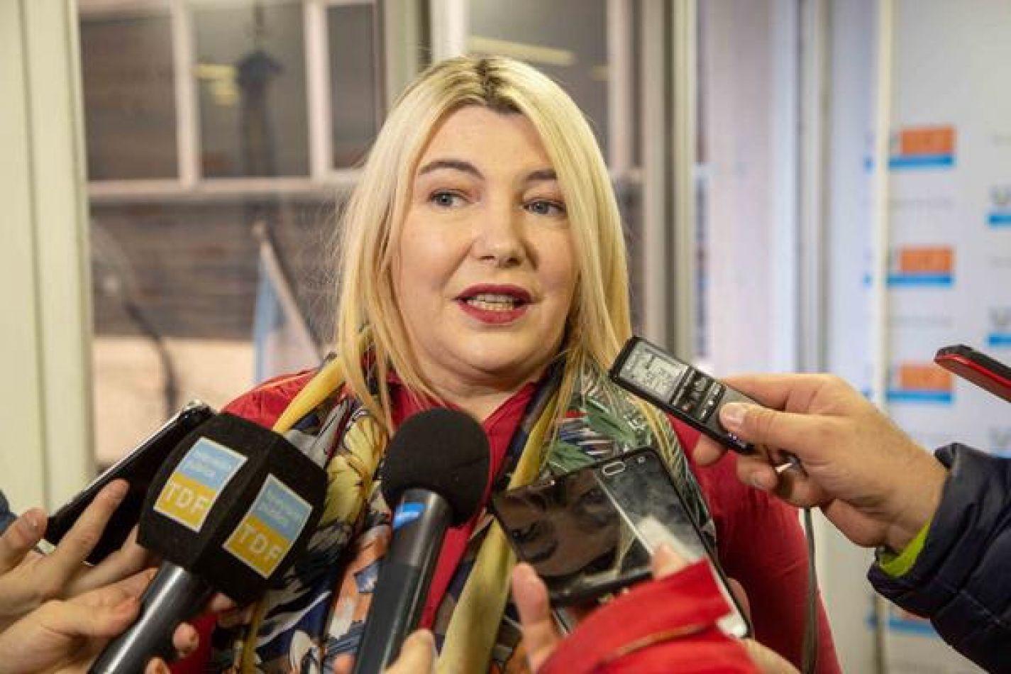 La gobernadora Rosana Bertone en defensa de la educación de los niños fueguinos