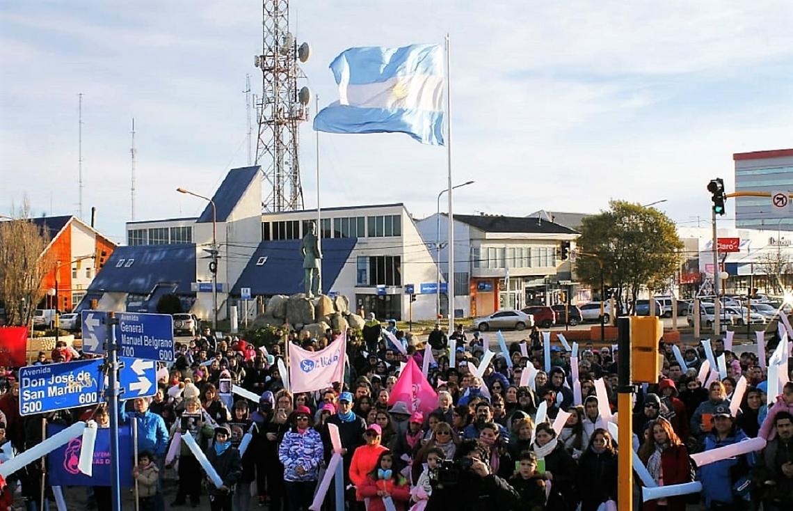 Tierra del Fuego; Multitudinaria manifestación en favor de la vida