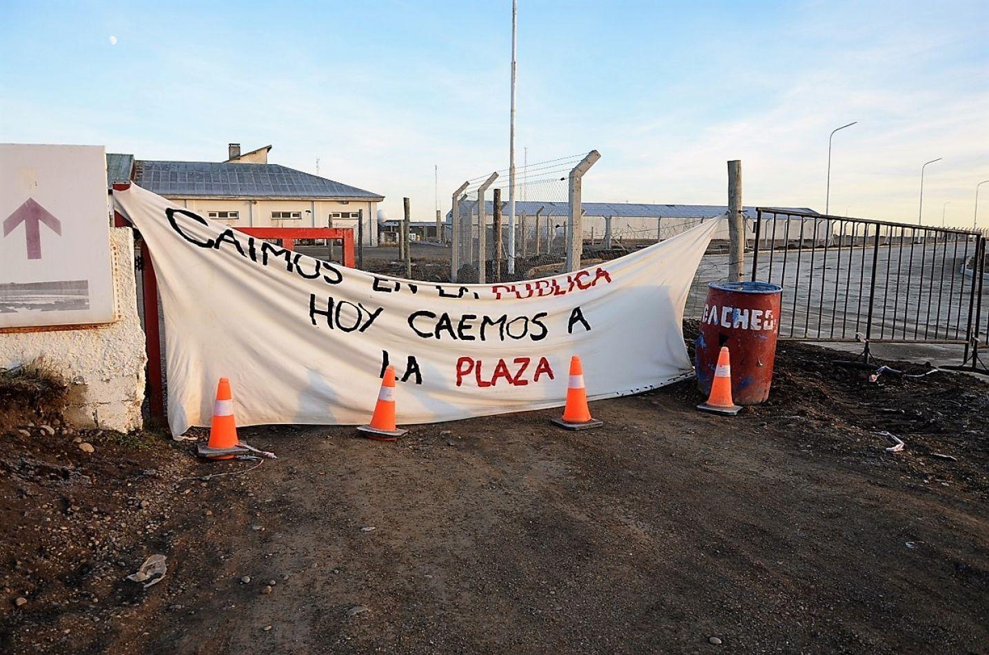 Los manifestantes no quieren tomar contacto con la prensa.