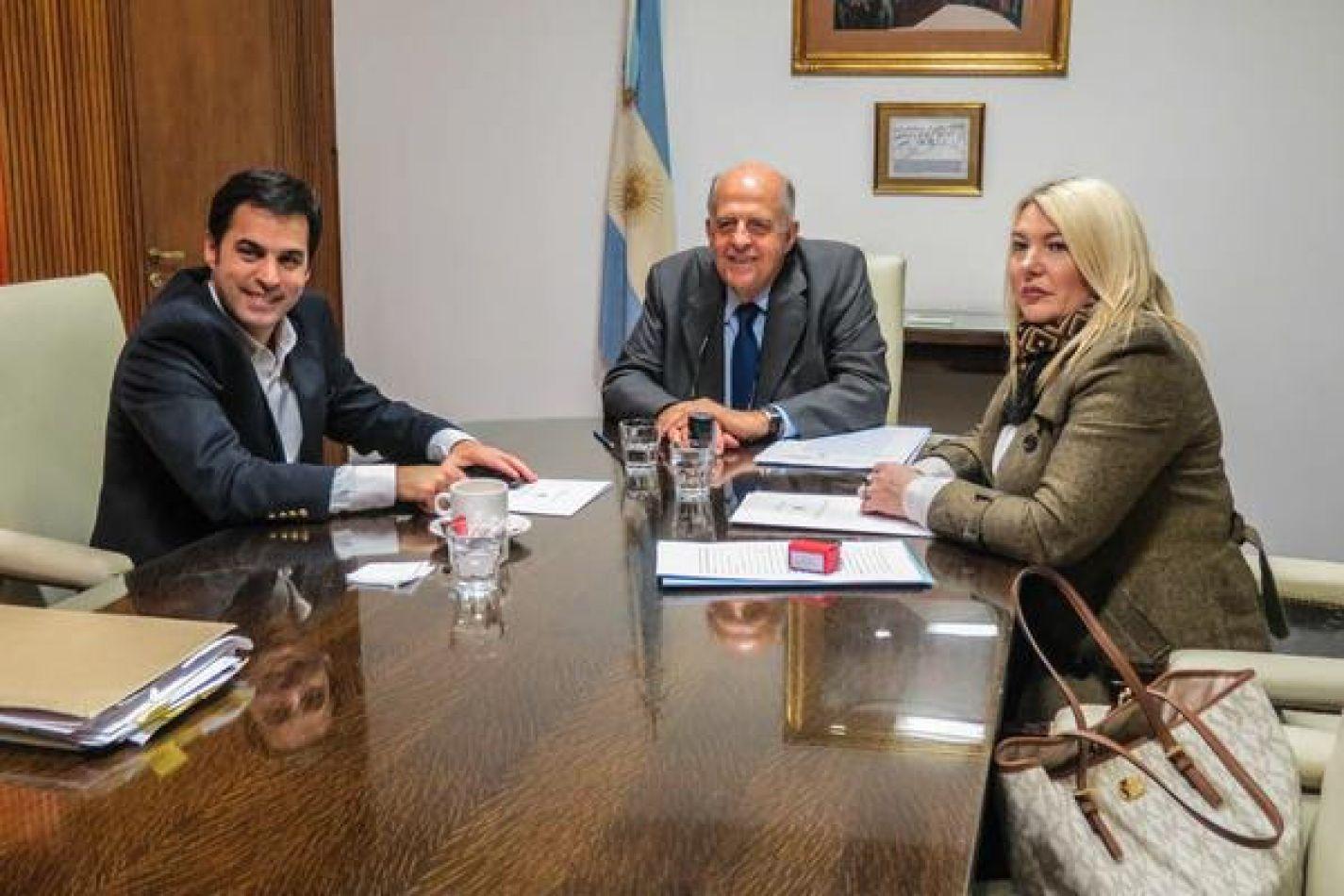 La gobernadora Rosana Bertone regularizó el viernes la titularidad de un terreno del Estado nacional