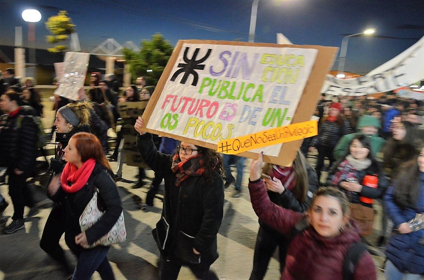 Encuentro patagónico con reclamo universitario