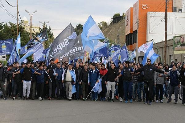 Marcha de petroleros Privados en Chubut