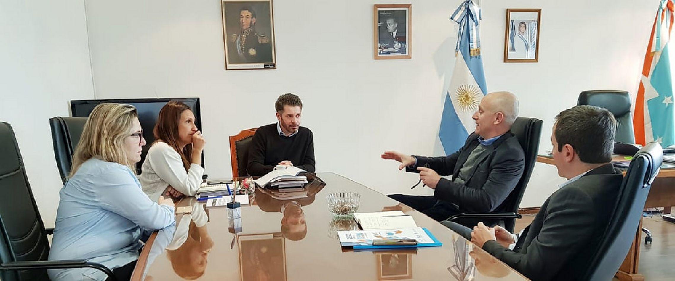 Leonardo Gorbacz en reunión con Paula Gargiulo, Maricel Barone,Sebastián Waisgrais  y, Hernán Monath
