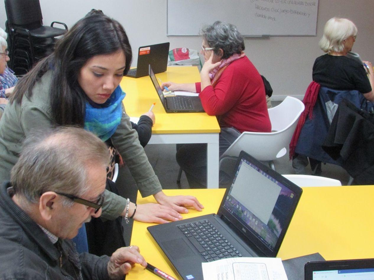 Buscan incluir a los adultos mayores en el uso de la tecnologías