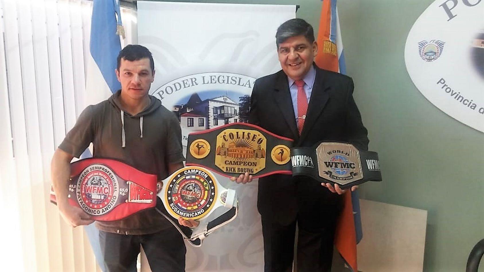 Arcando recibió al campeón sudamericano de Kickboxing