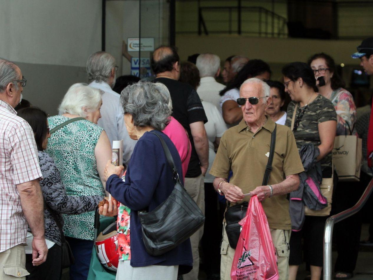 Desde octubre suspenderán un aumento a 140 mil jubilados