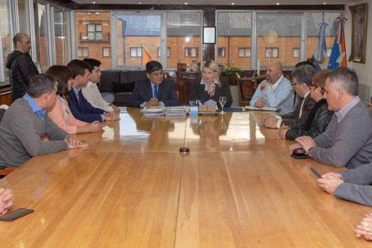 Gobierno firmó la titularización de docentes fueguinos