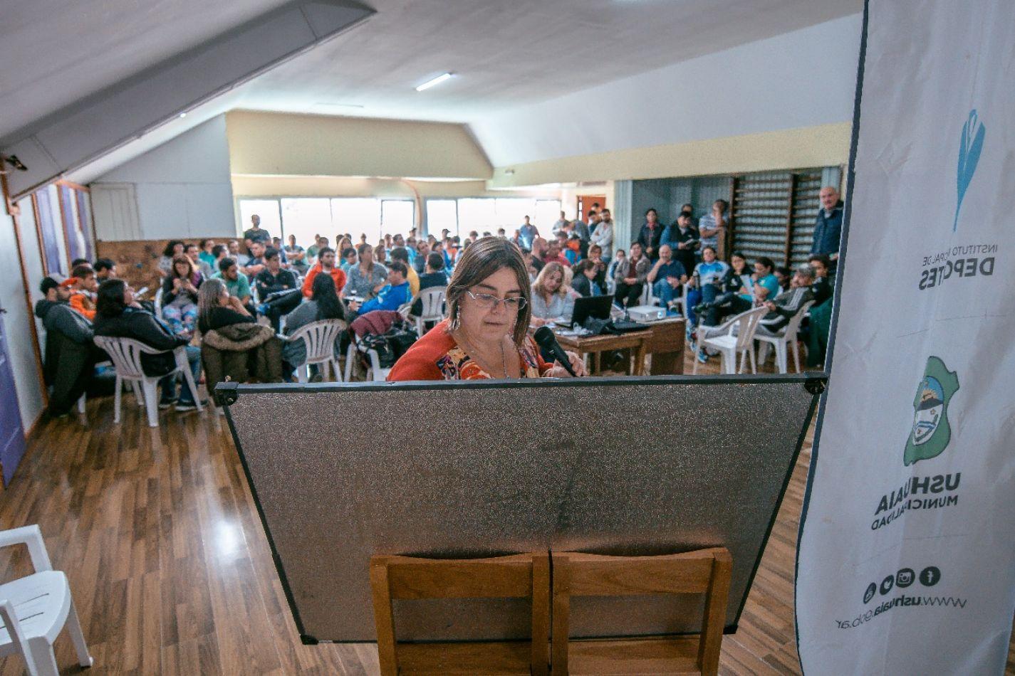 Capacitación a empleados municipales de Ushuaia