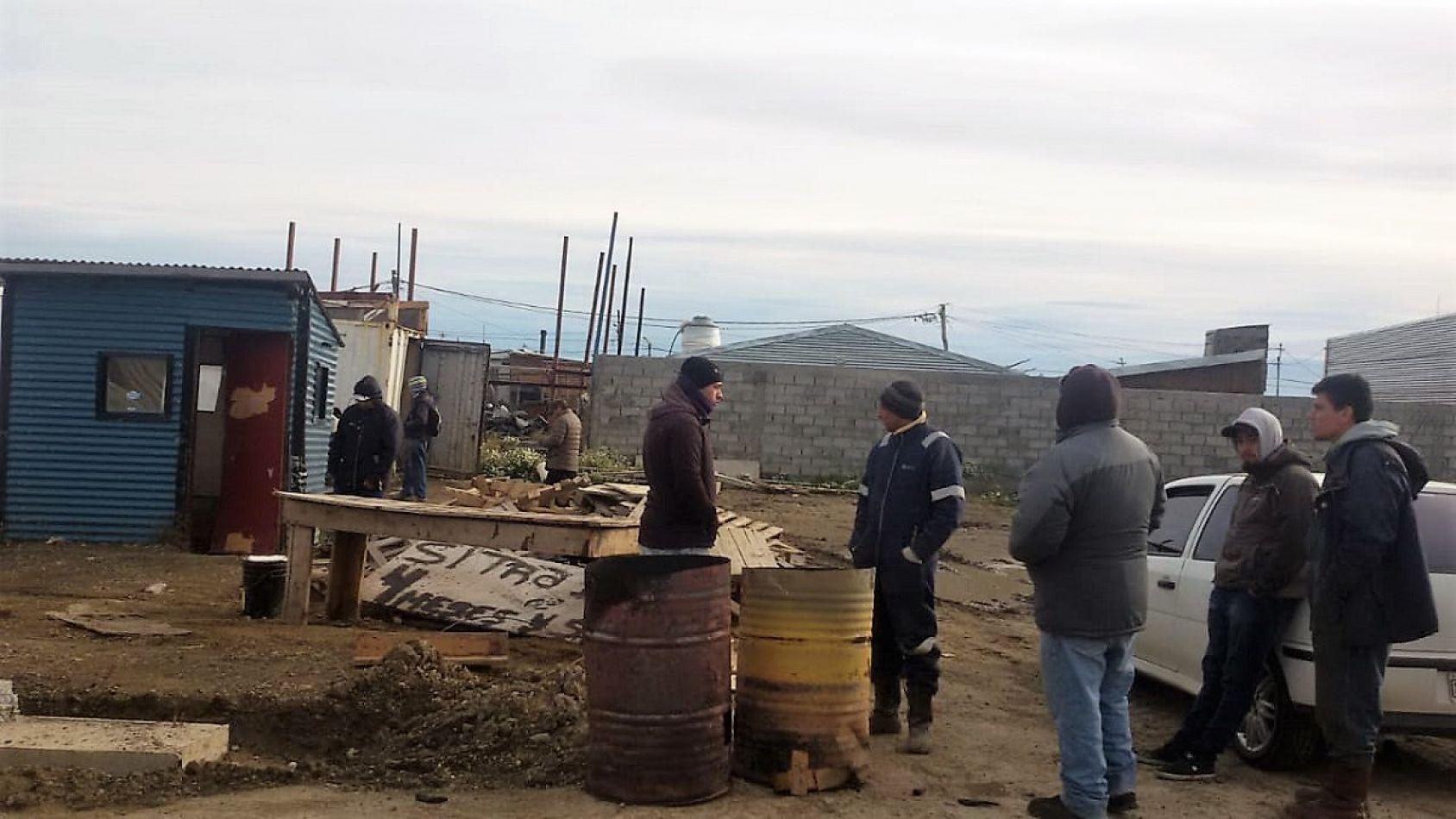 Trabajadores de Sitra reclaman por haberes adeudados.