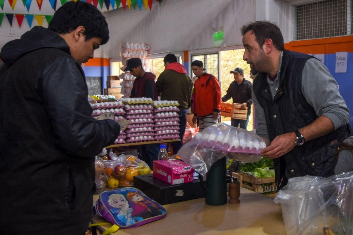 Hubo feria de productos frescos en el barrio Mirador de los Andes