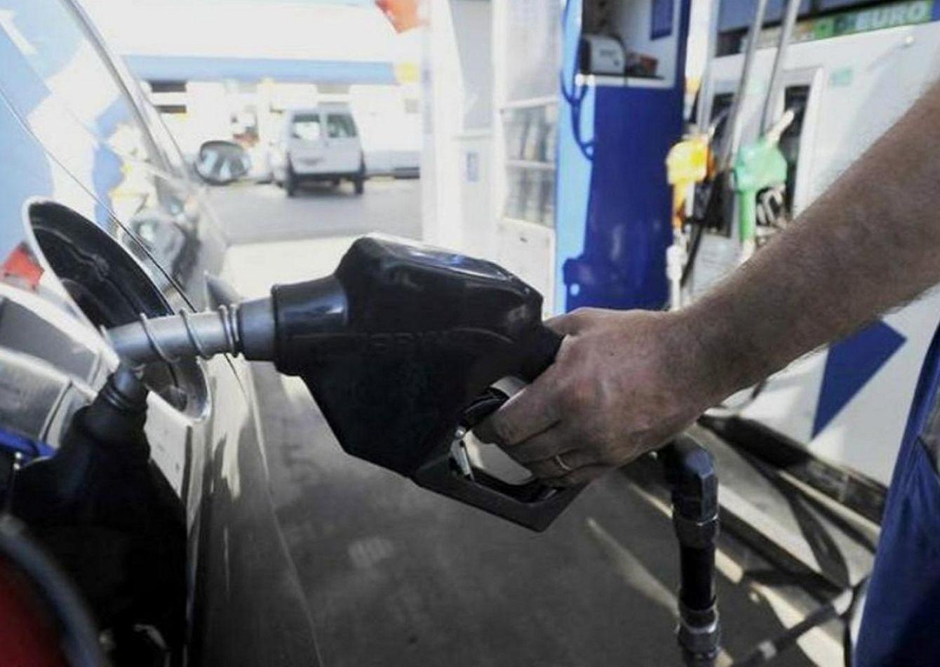 Sube un 5% la nafta y, para fin de año, aumentará otro 15%
