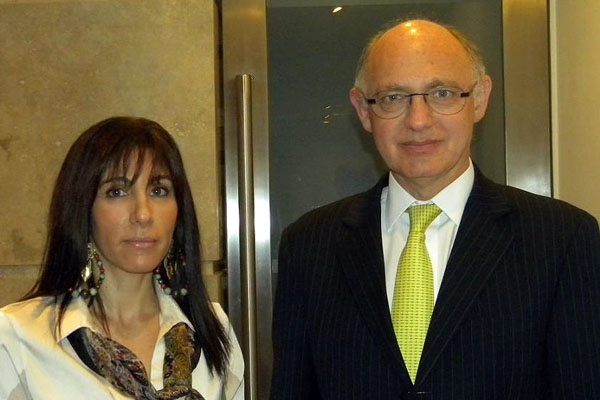 Mariel Calchaquí junto a Héctor Timerman.