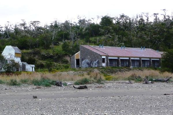 La hostería San Pablo, consumida por la desidia y el abandono.