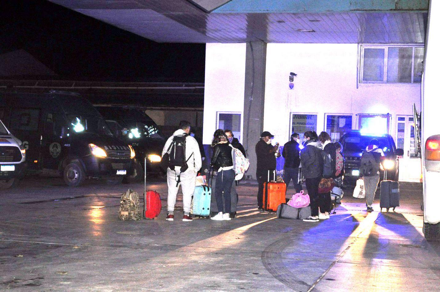 Casi medio centernar de pasajeros lograron regresar a la provincia.