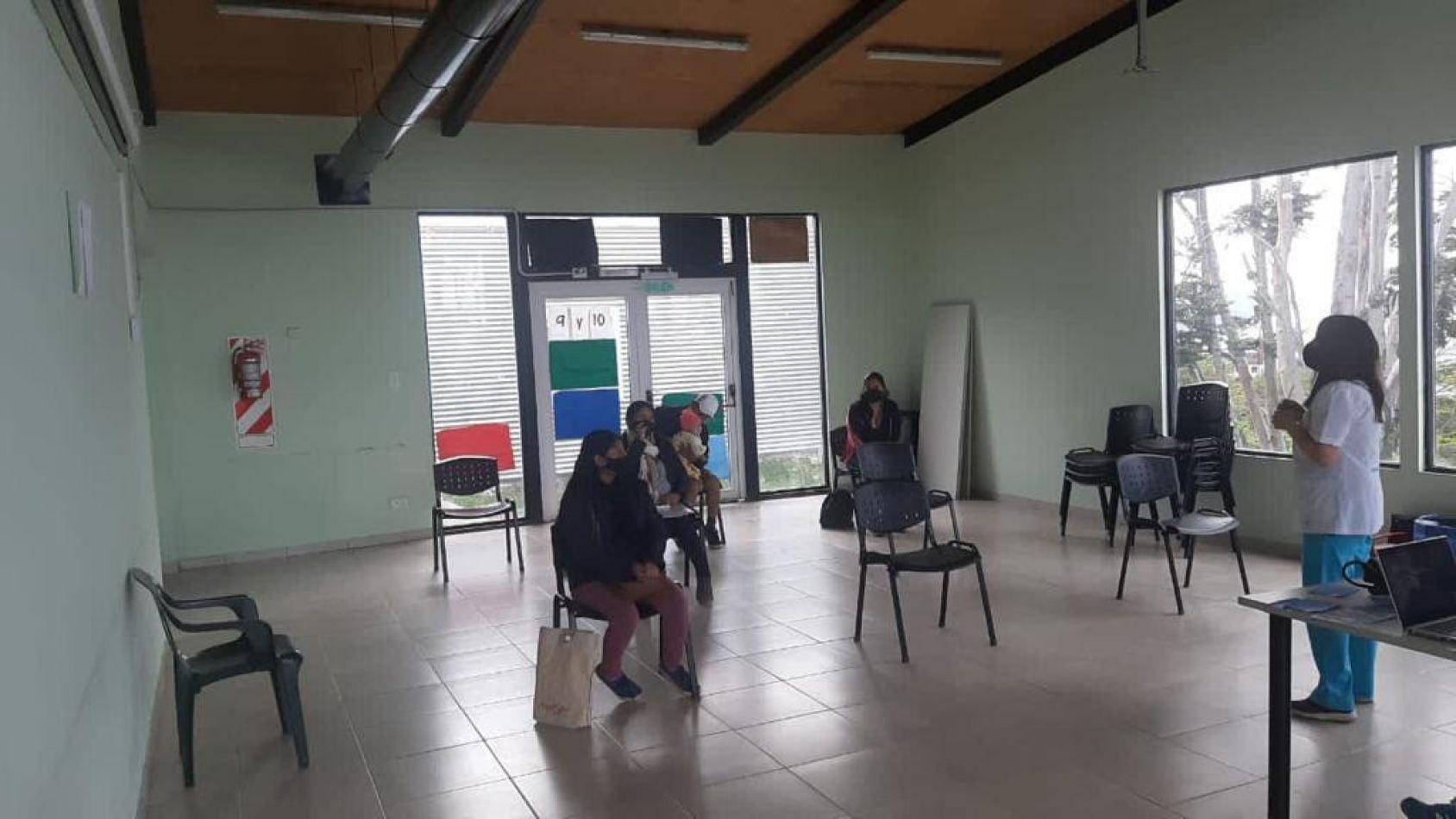 Realizan controles de salud a mujeres embarazadas y niños en el SUM del KyD