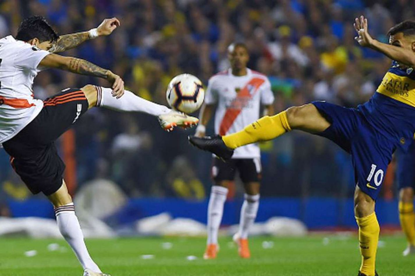 Cruce entre Tévez y Pérez en la vuelta de semifinales de Libertadores 2019