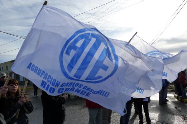 ATE fue uno de los sindicatos que se sumó a la marcha en Ushuaia.