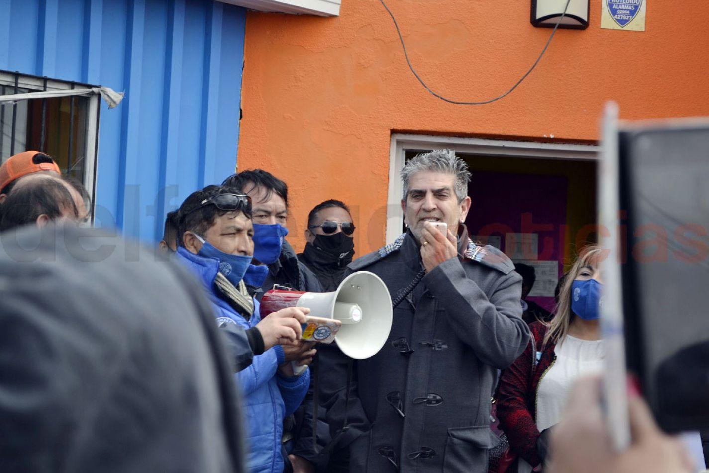 Felipe Concha junto a Pablo Silva, anuncian el acuerdo. EL funcionario de Gobierno dijo que los jardines están en condiciones.