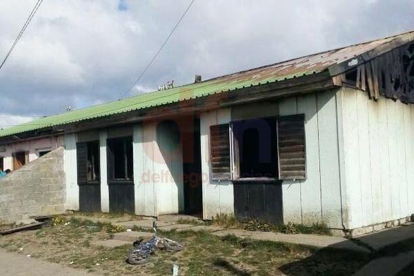 La vivienda ardió por completó y afectó a otra casa.