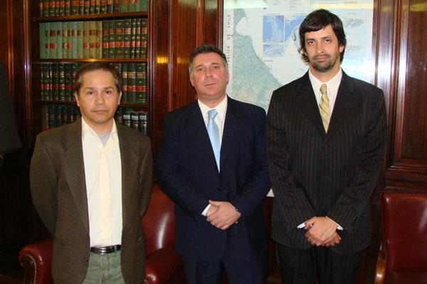 López junto a los referentes de la Unión Argentina de Inquilinos.