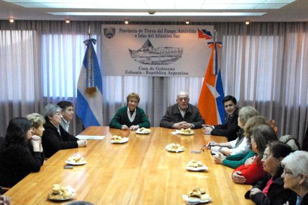 Ríos y Crocianelli, durante la reunión con jubilados.