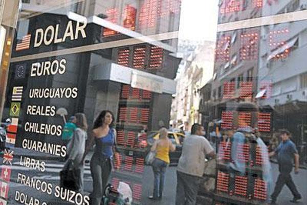 AFIP y Banco Central controlan la compra y venta de dólares.