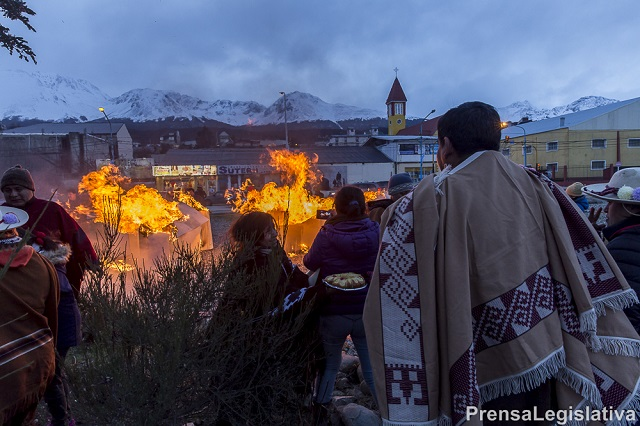 Ushuaia: Con una emotiva ceremonia, recordaron el 205 aniversario del Éxodo Jujeño