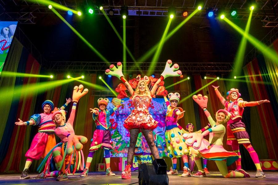 """Una multitud de niños y niñas disfrutó del espectáculo """"Panam y Circo"""""""