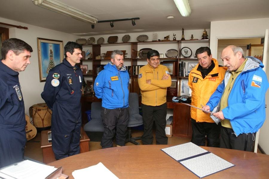 Gobierno y Legislatura reconocieron a quienes posibilitaron la aeroevacuación en la Base Orcadas