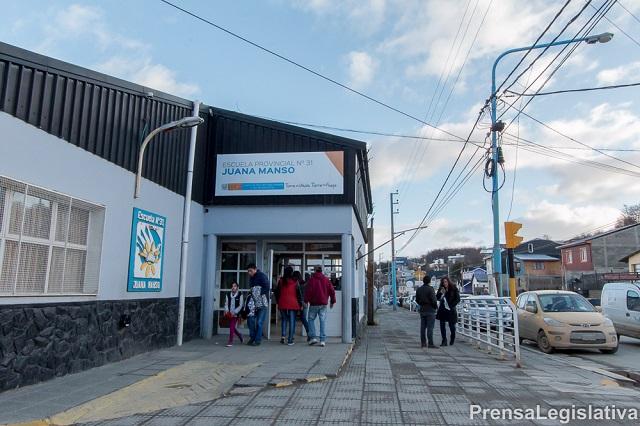 Gobierno: Suscriben contrato de obra para gimnasio de la Escuela Nº 31