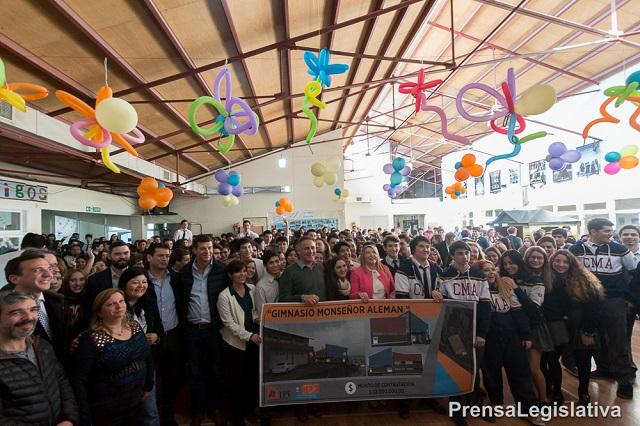 Concretan convenio para la construcción de gimnasio del Monseñor Aleman