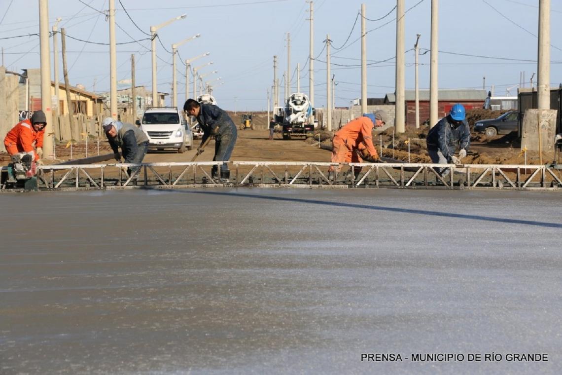 El ambicioso plan de pavimentación culminaría en marzo.
