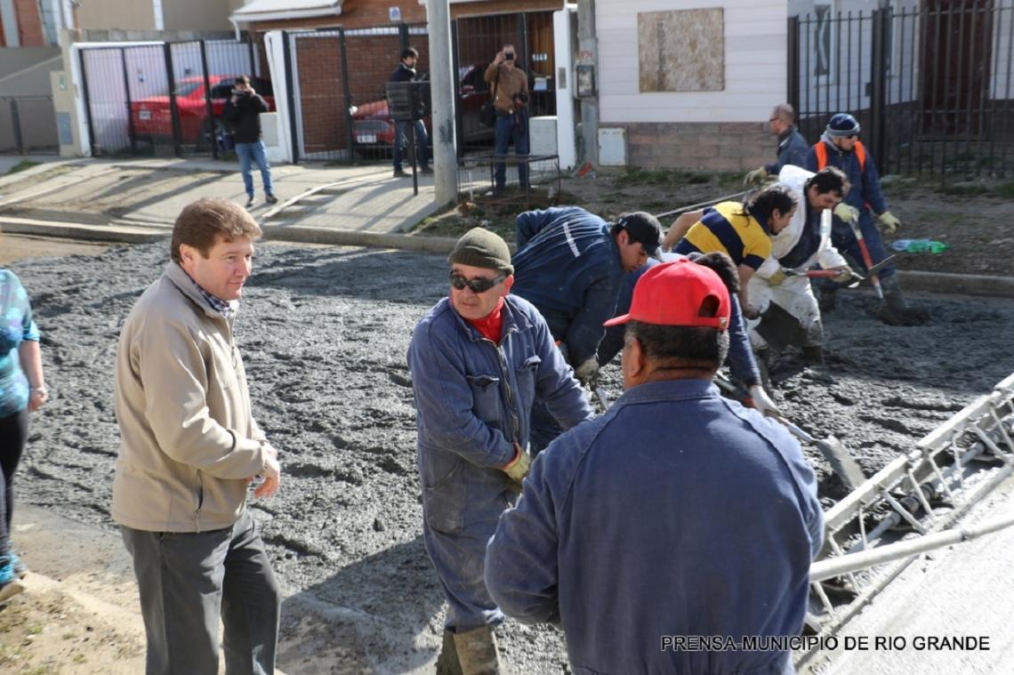 Río Grande proyecta pavimentar calles en 27 barrios de la ciudad