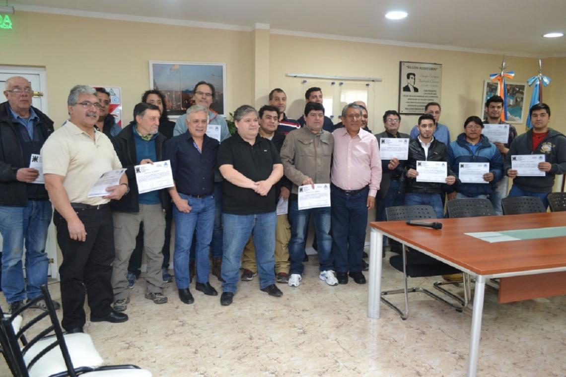 UTN: Electricistas recibieron certificados de evaluación y capacitación