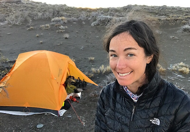 Sería la primera mujer: Lucy busca unir Ushuaia con Alaska a pie