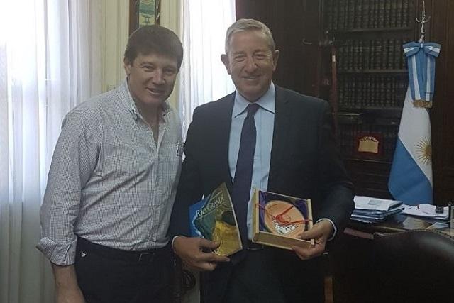 Encuentro en Bs. As.: Julio Cobos recibió al intendente Gustavo Melella