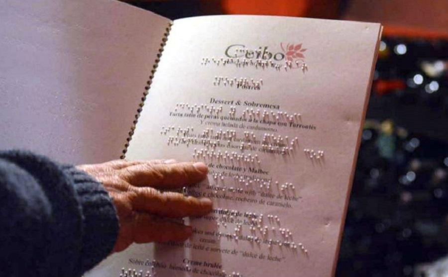Inclusión: En La Plata los restaurantes deberán tener el menú en Braille