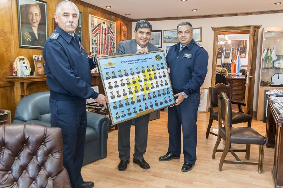 Visita protocolar de integrantes de la Fuerza Aérea a la Legislatura