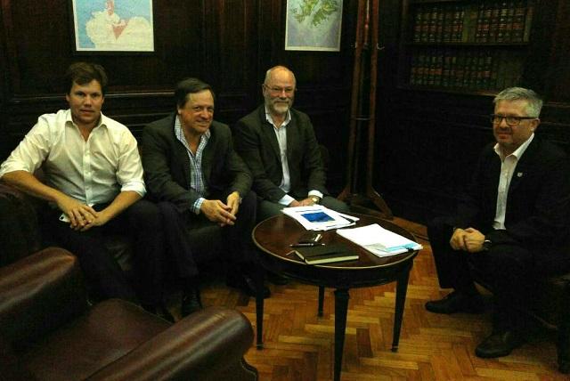 El senador Ojeda mantuvo una reunión con empresarios de la pesca