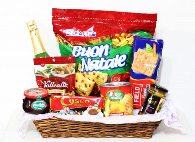 Gobierno y un supermercados lanzaron una canasta navideña económica