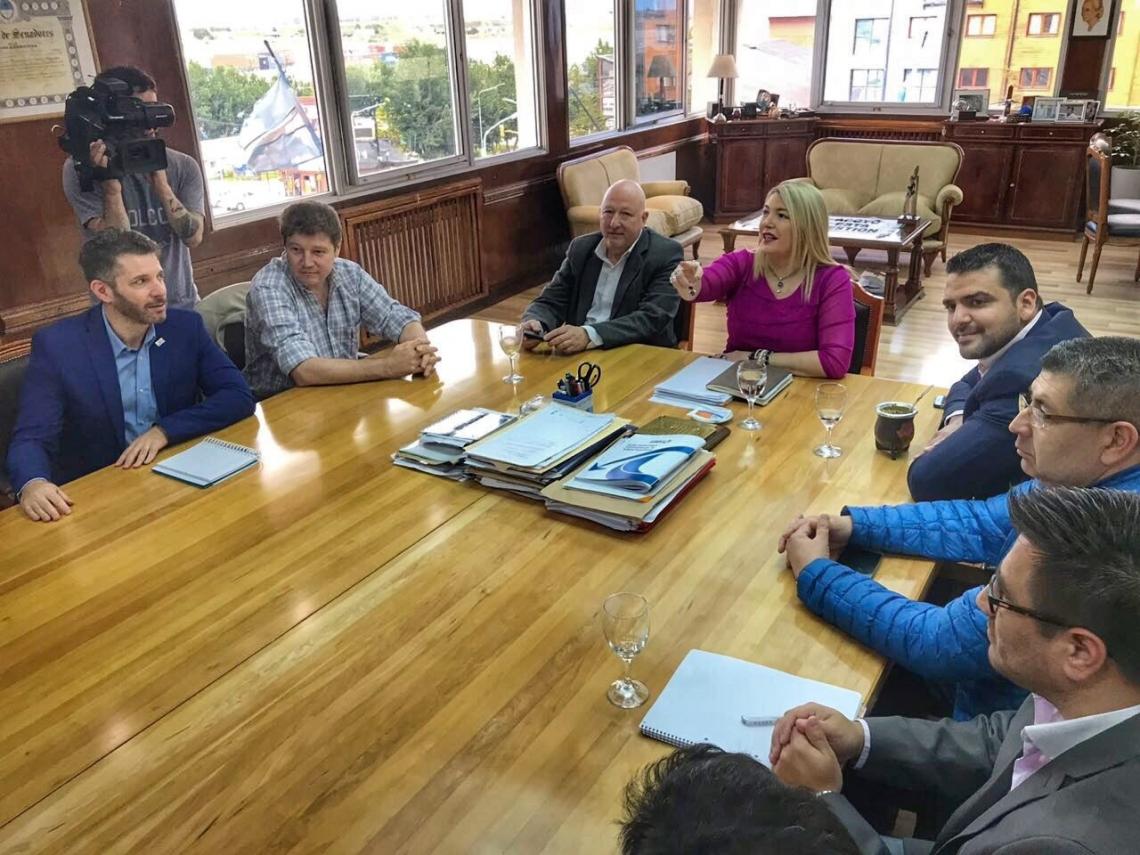 El Intendente de Río Grande, Prof. Gustavo Melella, participó de la reunión que se realizó en Casa de Gobierno