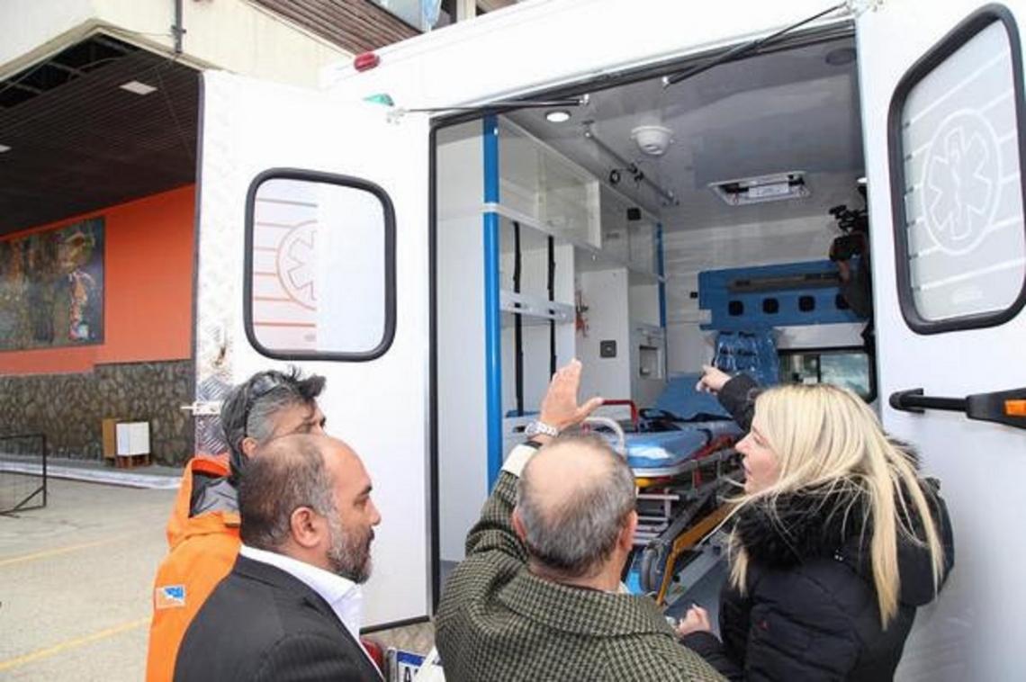 Según autoridades, la provincia entregó una ambulancia cada 72 días
