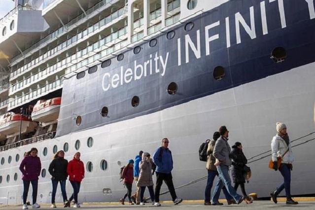 Arribó el Celebrity Infinity, y se convirtió en el primero en llegar en 2018