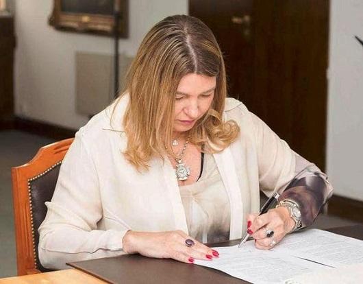 La gbernadora congeló el sueldo de todos los funcionarios provinciales