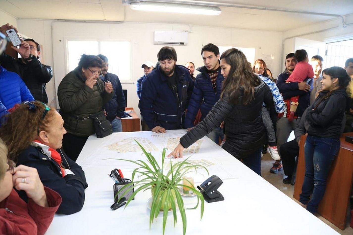Suman 350 las familias del B° Mirador que firmaron el contrato de compraventa con el IPV